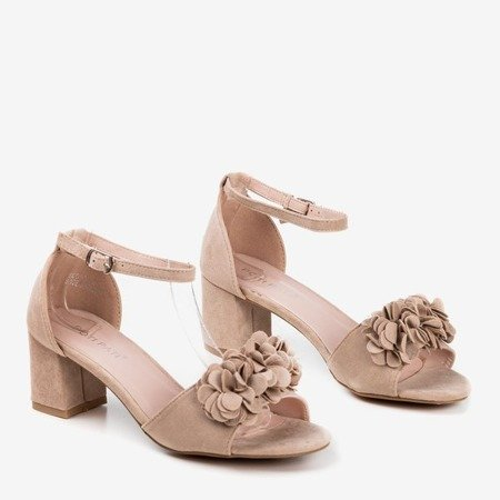 Beige sandals on a higher post with flowers Rewolina - Footwear 1