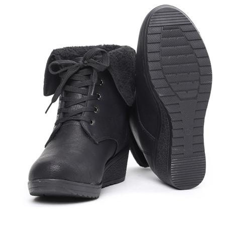 Black boots with a sheepskin wedge Osen - Footwear