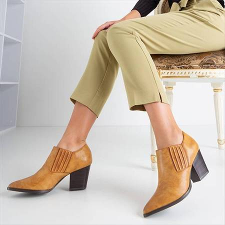 OUTLET Light brown women's shoes on the Welda post - Footwear